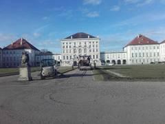 Kutter erneuert Wege im Schlosspark Nymphenburg