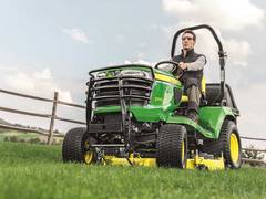 John Deere stellt die neuen Kompakttraktoren der Serie X900 vor