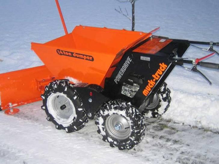 Muck-Truck mit Schneeräumschild