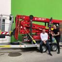 Bei der Fassadenreinigung 2.0 wird auf die Hilfe von Raupen-Arbeitsbühnen gesetzt