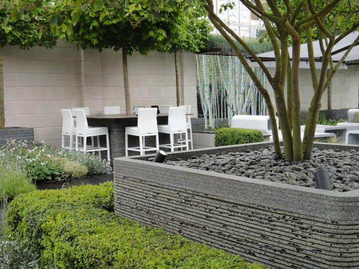 Erholungsort und Meetingraum: Ein Firmengarten über den Dächern der Stadt