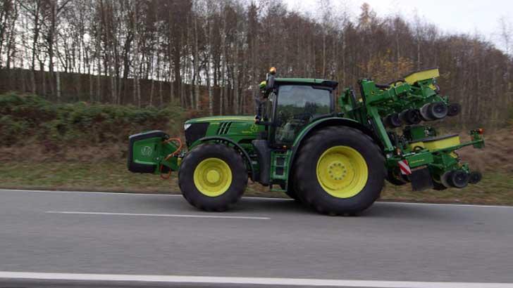 traktor mit elektrischer unterst tzung. Black Bedroom Furniture Sets. Home Design Ideas