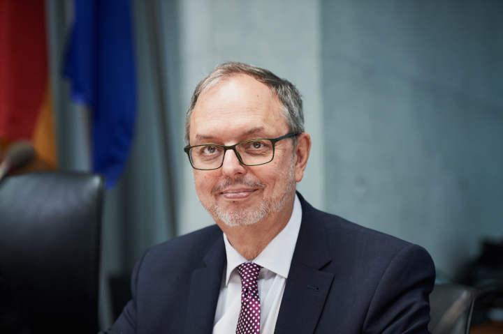 Öffentliche Schulden übersteigen Ende des 1. Quartals 2021 erstmals 2,2 Billionen Euro