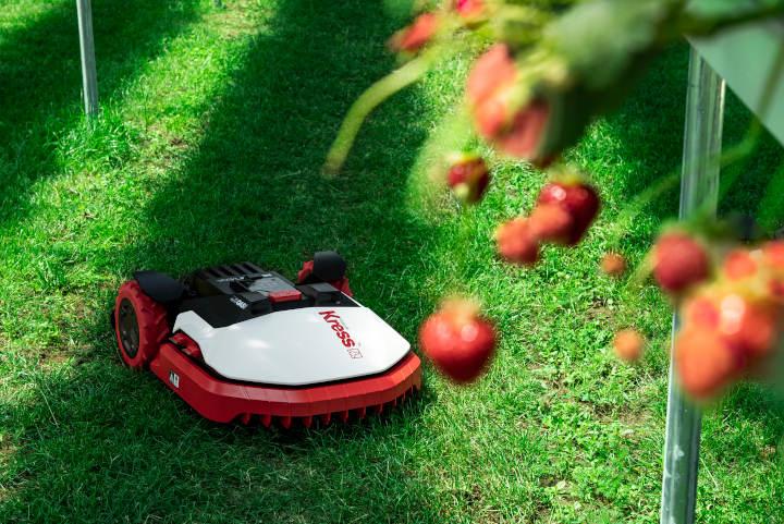 KRESS Mega unterstützt Erdbeer-Plantage