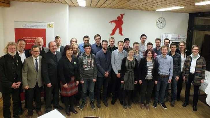 Geliebte Martin Gaissmaier spricht GaLaBau-Absolventen an der DEULA Bayern frei #QM_89