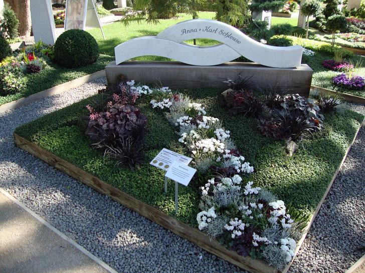 Herbstbepflanzung Grab