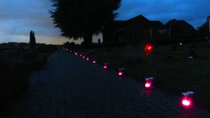 lilafarbene Grablichter