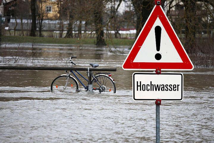 Arbeitsschutz bei Aufräumarbeiten in Hochwasserregion: Neue Handlungshilfe der BG BAU
