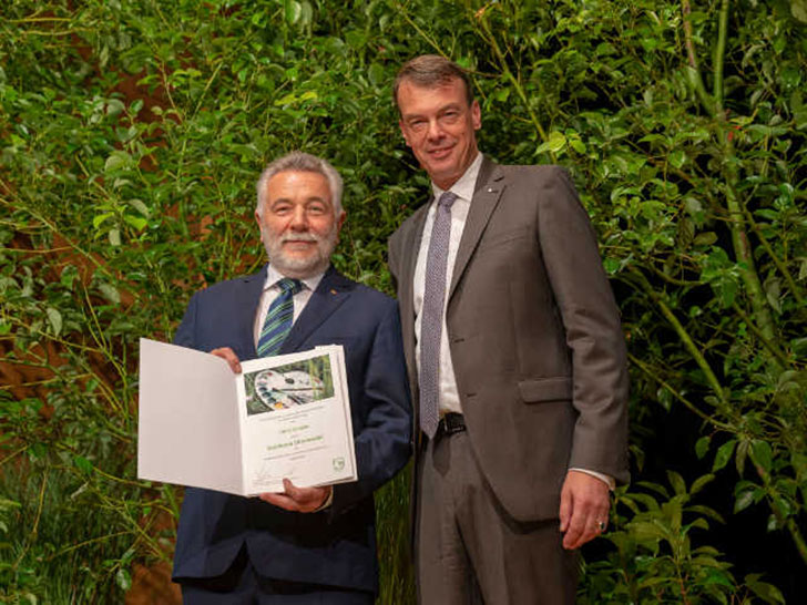 Goldene Ehrennadel: Auszeichnung für verdiente Landschaftsgärtner