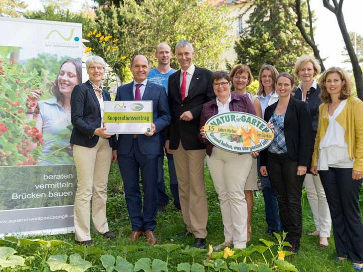 """""""Natur im Garten"""" und Hochschule für Agrar- und Umweltpädagogik unterschreiben Kooperationsvertrag"""