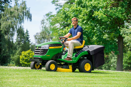 neues einsteiger modell x135r erweitert john deere. Black Bedroom Furniture Sets. Home Design Ideas