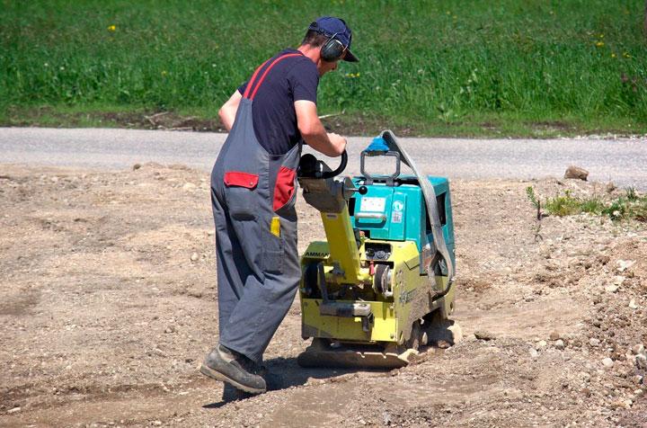 Baumaschinen mieten – im Alltag eine große Erleichterung