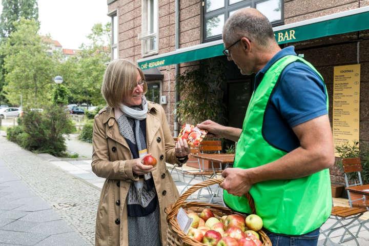 Obstbauern zeigen Gesicht - bundesweite Verteilaktion am 4. September