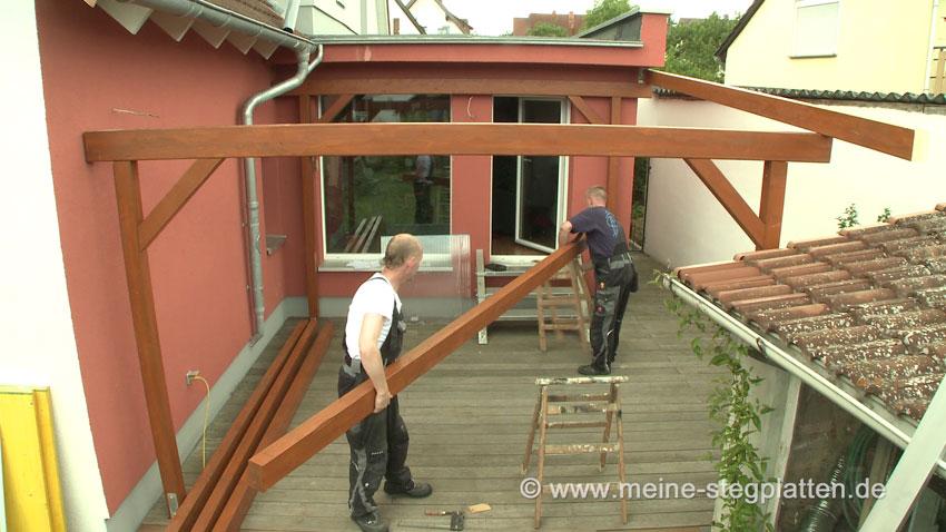 so entsteht eine terrassen berdachung mit stegplatten. Black Bedroom Furniture Sets. Home Design Ideas