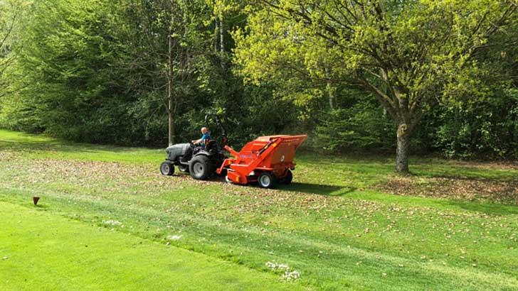 Wiedenmann-Rasenpflege-Kehrmaschine